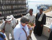 صور.. محافظة سوهاج تستقبل فوجا سياحيا.. وتنهى توصيل المياه لـ 15 مدرسة