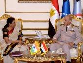 وزير الدفاع يستقبل نظيرته الهندية لبحث زيادة التعاون بين البلدين