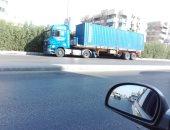 سيارات النقل الثقيل بمنطقة سكنية بالهرم فى ساعات الحظر