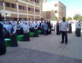 صور.. توزيع هدايا وممارسة أنشطة بمدارس كفر الشيخ فى اليوم الأول