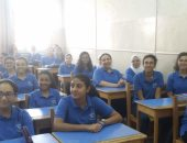 صور.. فرحة طالبات الثانوية العامة بمدرسة كلية رمسيس بأول يوم دراسة