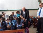 صور.. محافظ بورسعيد يتفقد الدراسة بالمدارس الخاصة ويشهد طابور الصباح