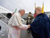 صور رئيسة ليتوانيا تستقبل بابا الفاتيكان فور وصوله
