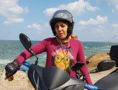 """صور..""""نادية عبد الصمد"""" رفضتها كل الشركات فاستقلت اسكوتر لتكون أول ديلفرى بالإسكندرية"""