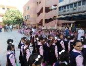 صور.. مدارس الشرقية تستقبل التلاميذ بالبالونات والحلويات فى أول يوم دراسة