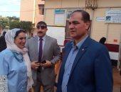 مدير إدارة السنبلاوين يخصم  3 أيام لمدير مدرسة بسبب النظافة وعدم تغيير العلم