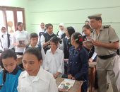 """الداخلية تهدى طلاب مدرسة 25 يناير ببنها أدوات مدرسية """"فيديو وصور"""""""