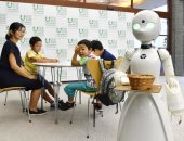 مقهى بطوكيو يستعين بروبوتات ذكية لخدمة ذوى الإعاقات الجسدية