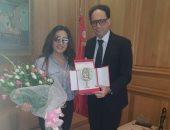 وزير الثقافة التونسى يمنح لطيفة درع بن خلدون