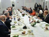 صور..الرئيس لمجلس الأعمال الأمريكى: نركز على تعزيز الاستثمار فى التعليم والصحة