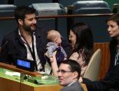 """صورة اليوم.. """"الأمومة أولاً"""" حتى لرئيسة وزراء فى الأمم المتحدة"""
