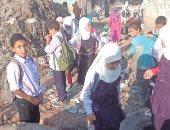 صور.. القمامة تحاصر تلاميذ قرية أم دينار بمنشأة القناطر.. والأهالى يستغيثون