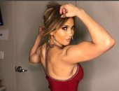 فين النعومة.. جينيفر لوبيز تستعرض عضلاتها وقوتها البدنية