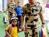 فيديو.. عناصر  من القوات المسلحة تصطحب أبناء الشهداء فى الأسبوع الأول من المدارس