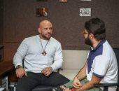 الفنان أحمد مكى ضيف أحمد يونس فى كلام معلمين على راديو 9090 الخميس