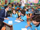رئيس الوزراء يحاور تلاميذ وتلميذات الابتدائى فى مدرسة الشروق بسوهاج