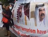 شاهد التظاهرات ولافتات التنديد تستقبل تميم بن حمد على أعتاب الأمم المتحدة