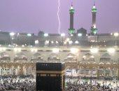 شاهد.. أمطار غزيرة و صاعقة رعدية فى مكة المكرمة
