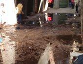صور.. غرق شوارع قرية السيالة بالصرف الصحى والأهالى يستغيثون