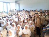 """تكدس التلاميذ بمدرسة النوباريه الابتدائية بالبحيرة وقارئ: """"انقذوا أطفالنا"""""""