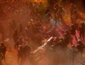 إصابة 14 شخصًا والقبض على 6 خلال اشتباكات بين الشرطة الكتالونية وانفصاليين