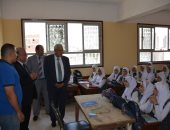 جولة مفاجئة لمحافظ الدقهلية لمتابعة سير العملية التعليمية بالمدارس.. صور