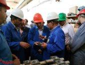 """صور.. رئيس """"القابضة للصناعات المعدنية"""" يتفقد الحديد والصلب والنصر للمطروقات"""