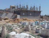 صور.. شكوى من بناء منازل مخالفة على القبور بجبانة نجع العجمى فى قنا