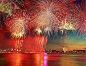 الألعاب النارية تضيئ سماء هونج كونج احتفالا بالعيد الوطنى للصين
