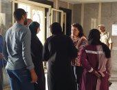 النائبة إيفيلين متى تتفقد مستشفى كفر سعد وتطلب عدم تأخير العمليات.. صور