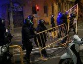 صور.. اشتباكات بين الشرطة الإسبانية وكتالونيين فى ذكرى استفتاء الانفصال