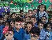 تلاميذ مدرسة بشبرا الخيمة يحتفلون برسم علم مصر على وجوههم