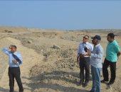 """صور... لجنة من """"التنمية المحلية"""" تتفقد مخرات السيول فى القصير بالبحر الأحمر"""