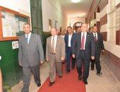 صور.. رئيس جامعة أسيوط يتفقد معهد دراسات وبحوث تكنولوجيا صناعة السكر