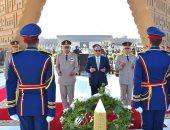 ننشر فيديو وضع الرئيس السيسى إكليلا من الزهور على قبر الجندى المجهول
