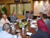 محافظ أسوان يناقش تنفيذ 6 مشروعات لصندوق تحيا نصر بـ320 مليون جنيه