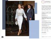 """بساطة وأناقة.. الملكة رانيا بإطلالة ملائكية بالـ """"pencil skirt"""""""