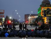صلاة جماعية للمحتجين جنوب روسيا خلال مظاهرات ترسيم الحدود مع الشيشان