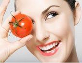 مفيدة يا أوطة.. اعرفى إزاى تستخدمى الطماطم فى العناية بالبشرة الدهنية