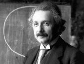شاهد.. 10 صور نادرة لعالم الفيزياء الشهير اينشتاين