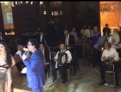 """أى دمعة حزن لا.. دينا ترقص على غناء أحمد آدم فى إحدى الحفلات """"فيديو"""""""