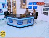 على عش الحب.. مقدم برنامج يفاجئ زميلته بطلب يدها على الهواء.. فيديو