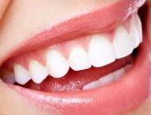 علي الضحكاية.. وصفات طبيعية لتبييض الأسنان من مطبخك
