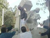 """كلاكيت تانى مرة.. سلفى جزائرى يحاول تدمير تمثال """"عين الفوارة"""".. والتهمة: عارٍ"""