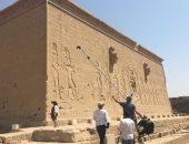 فيديو وصور.. وفد تليفزيونى بريطانى يعد فيلما وثائقيا عن الحضارة المصرية