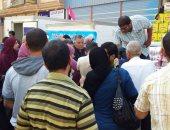 إقبال على شراء السلع الغذائية المحملة بـ21 سيارة لحزب مستقبل وطن بكفر الشيخ