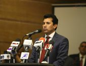 وزير الرياضة يلتقى مسئول المضمار بالاتحاد الدولى للدراجات
