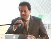 وزير التعليم العالى يستعرض تقريرا حول مركز تدريب للحرف والصناعات الصغيرة