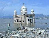 """فيديو وصور.. """"مسجد عائم"""" فى إندونيسيا يتحدى موجات """"تسونامى"""""""