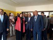 صور.. وزير التنمية المحلية يفتتح بانوراما 6 أكتوبر بمدرسة نجيب محفوظ الثانوية بالخارجة